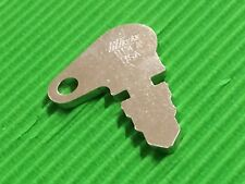 1147 / 8335 Tractor Key FREE POST In Aust.