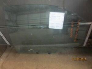 L REAR DOOR GLASS FITS 01-02 MAGENTIS 118571