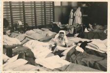 Photo, beaucoup de travail pour la CROIX ROUGE Infirmières, France (N) 19348