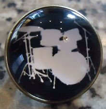 DRUM SET SILHOUETTE BADGE.