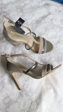 AUTOGRAPH 7.5M Gray Patent Suede Leather T-Strap Ankle Buckle SANDALS HEELS NEW