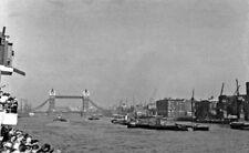 PHOTO  UPSTREAM ON THE THAMES IN THE LOWER POOL WESTWARD TO TOWER BRIDGE 1950