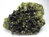 EPIDOTE GREEN CRYSTALS on MATRIX from PERÚ...........GEMMY TRANSLUCENCY CRYSTALS