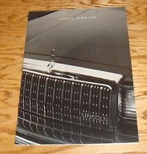 Original 1993 Lincoln Town Car Deluxe Sales Brochure 93