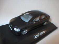 Opel Astra G Limousine saloon in schwarz nero noir black metallic, Schuco 1:43!