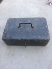 Ancien petit coffre fort de voyage en métal format Cassette à clef fin 19°s