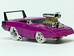 Muscle Machines '69 DODGE DAYTONA White Tire/RRs (Purple) Mint/Loose 1/64 CHASE