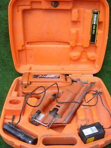 PASLODE IMPULSE 350/90CT NAIL GUN WITH CASE BATTERY CHRAGER AND NAIL GUN