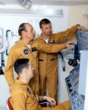 SKYLAB 2 CREW DURING OPEN HOUSE MANNED SPACECRAFT CTR - 8X10 NASA PHOTO (ZZ-918)