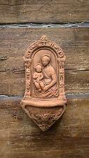 Acquasantiera in terracotta anticata Madonna con bambino da appendere 22x11 cm