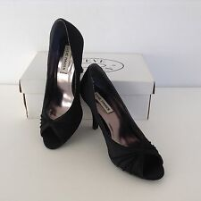 Steve Madden Classic Black Kitten Heels Size 6M (3.5 inches height)