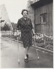 """Pat Smythe using her crutches """"It doesn't hurt so much to walk now""""- Press Photo"""