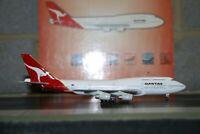 Blue Box/BBOX 1:400 Qantas Boeing 747-400 VH-OJL Die-Cast Model Plane