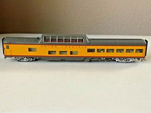 Walthers #932-9600 HO Union Pacific City Streamliners 85' ACF Dome Lounge Car