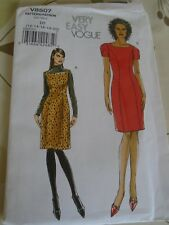 "PATRON""VOGUE INDISPENSABLE LA ROBE DROITE        T 40  A 48  N°8507"