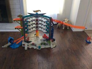 2015 Hot Wheels Ultimate Garage Play Set.  Attack Shark.