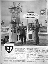 PUBLICITÉ 1960 STATION SERVICE BP IL RÊVE À UN VOYAGE EN ÉCOSSE - CORNE MUSE