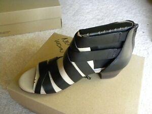 Clarks Womens Size 7 Med NIB Valarie Dream Gladiator Style Sandals Black