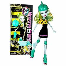 Monster High SKULTIMATE Roller Maze LAGOONA BLUE Roller Derby Fashion Doll NEW !