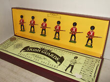 Britains 8805 The Irish Guards At The Ready,  Box Set of 6 Pieces in 54MM