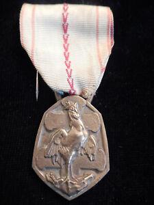 Y16JA) Médaille bronze commémorative guerre 1939 1945 french medal cross