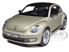 2012 VOLKSWAGEN NEW BEETLE MOON ROCK SILVER 1/18 BY KYOSHO 08811