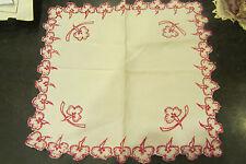 ancien napperon decor floral en application broderie rouge