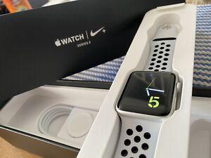 Apple Watch Series 3 Nike + 42mm Caja Aluminio en Plata, Correa Silicona