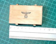 1/6 SCALE DRAGON GERMAN WWII - WOOD AMMUNITION BOX W/ BADGE (NOT OPEN - NO ABRE)