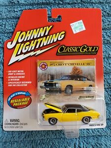 Johnny Lightning Classic Gold 1972 Chevy Chevelle SS NIB! 2004