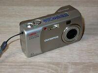 Olympus CAMEDIA C-310 Zoom / D-540 Zoom 3.2M - Digital Camara - Plateado