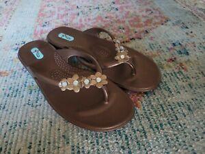 Oka B Wedge Flip Flop Sandals Medium M Women Rhinestone with flowers