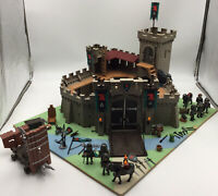Playmobil 4866 Falcon Knights Castle and accessories & 4869 Battering Ram.
