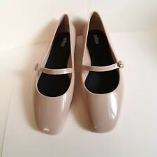 melissa shoes believe beige size 7(fits 7.5-8)