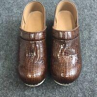 Sanita Women's Size 37 (6.5) Brown Slip On Clogs Q07-5