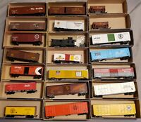 ROUNDHOUSE 21 PIECES HO SCALE TRAIN LOT BOXCARS HOPPERS AND CABOOSE