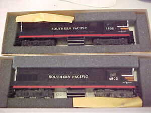 HO,Athearn,lot of 2 SP Black Widow Trainmasters,c/p,pwd,new in boxes.