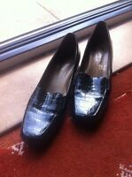 Black leather PATENT SHOES SIZE 6.5-crocodile pattern-going cheap-so comfortable