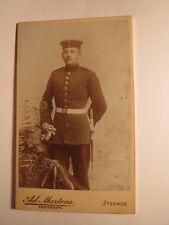 Itzehoe - stehender Soldat in Uniform mit Dolch ? Messer ? Kulisse / CDV