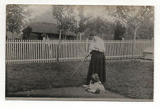 CARTE PHOTO - Vintage Femme Chien Fusil Chasse Arme Ordre Doigts - Vers 1910