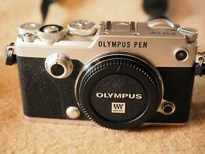 Olympus PEN-F + 14-42mm / 3,5-5,6 Pancake, Buch, Zubehörpaket, TOP Zustand!!