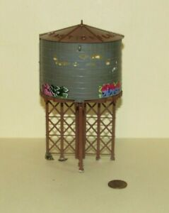 O scale PLASTICVILLE WATER TOWER w/ Graffiti for Model Train Layouts & Displays