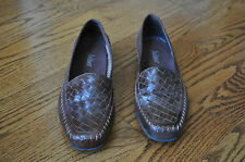 NEW!! Womens AUDITIONS Brown Leather Slip Ons Shoes Size 7.5 W!! MADE IN BRAZIL
