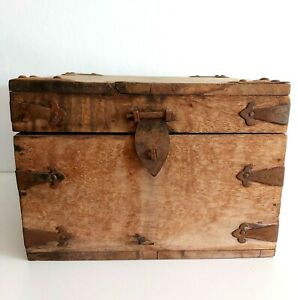 Vintage Rustic Wooden Small Chest Trunk Blanket Box Shabby Vintage Home Decor