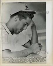 1965 Press Photo Golfer Homero Blancas checks score after tourney in Sutton, MA