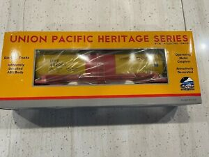 "MTH UNION PACIFIC HERITAGE 12.5"" TANK CAR 20-96172, YELLOW/RED/BLACK,NIB"