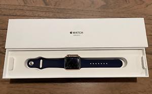 Apple Watch Series 3 38mm Gold Aluminium Case (GPS)...