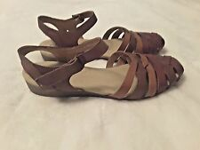 Clarks Women's Jaina Stafford Closed Toe Sandal Brown & Burgundy Leather Size 11