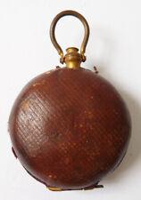 Porte-monnaie aumonière en cuir 19e siècle en forme de montre gousset