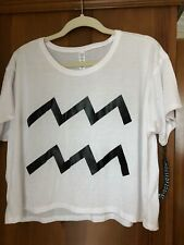 NWT Zodiac White Cropped Tshirt - M - Aquarius